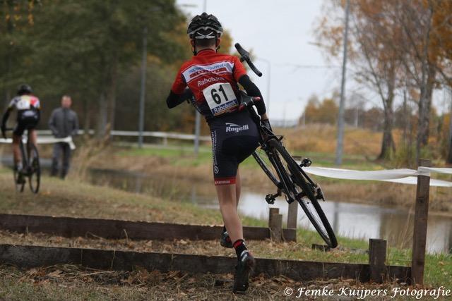 Cyclocross-wedstrijd voor de jeugd bij Tilburgse WielerClub Pijnenburg - actiefoto